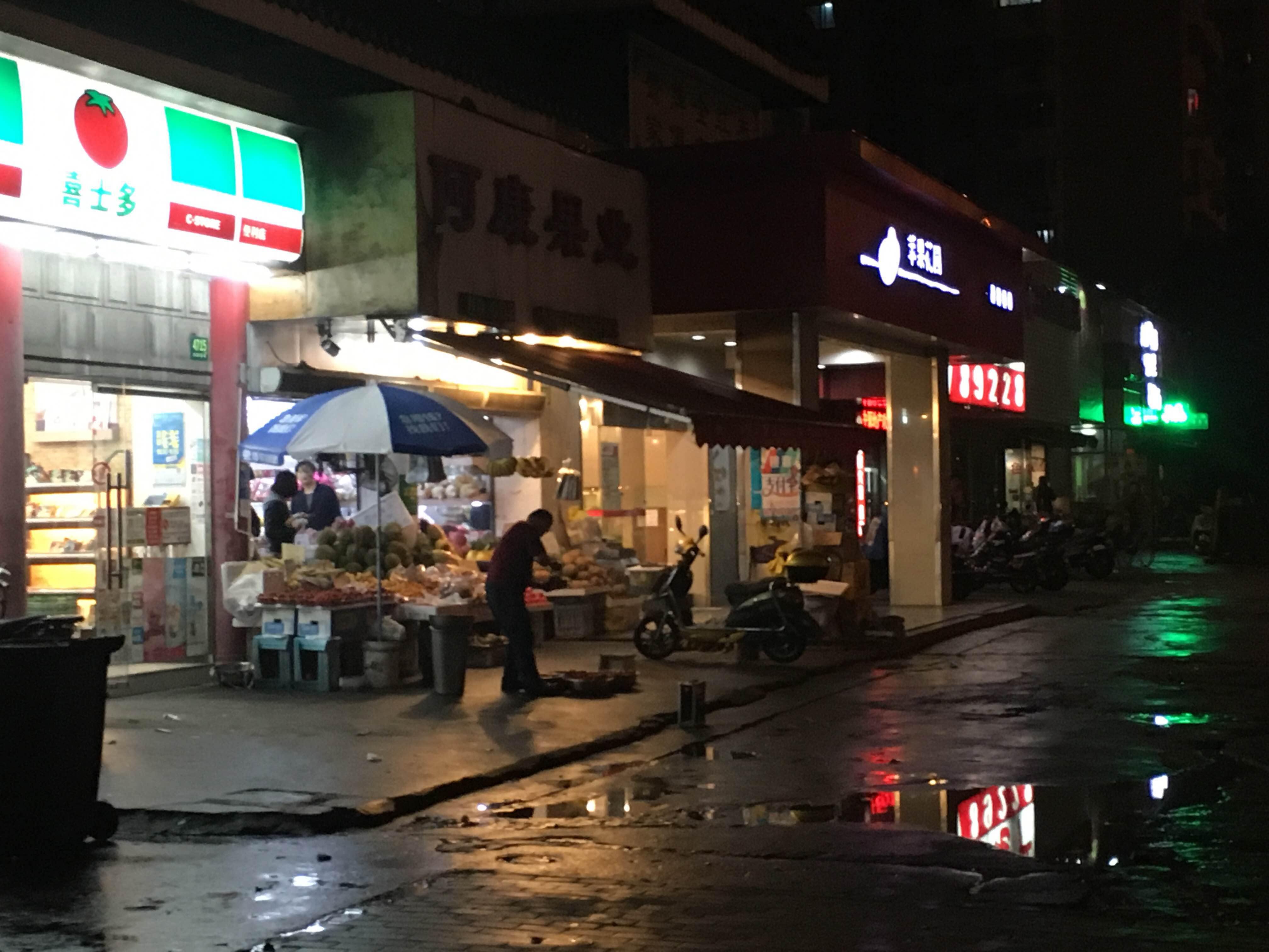 """水果店喇叭成""""狮吼功""""  周边居民不堪其扰"""