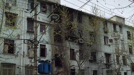 浦东崂山二村凌晨突发火灾 1人跳楼逃生身亡13人受伤