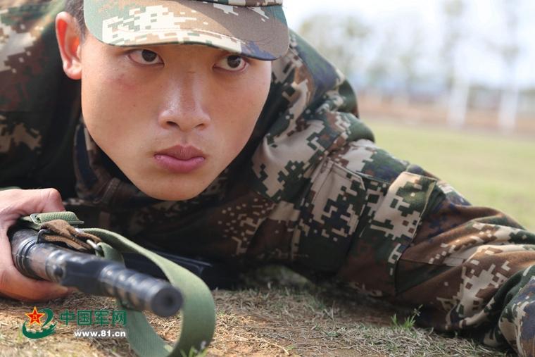 首届武警定向直招士官生完成入伍军政训练