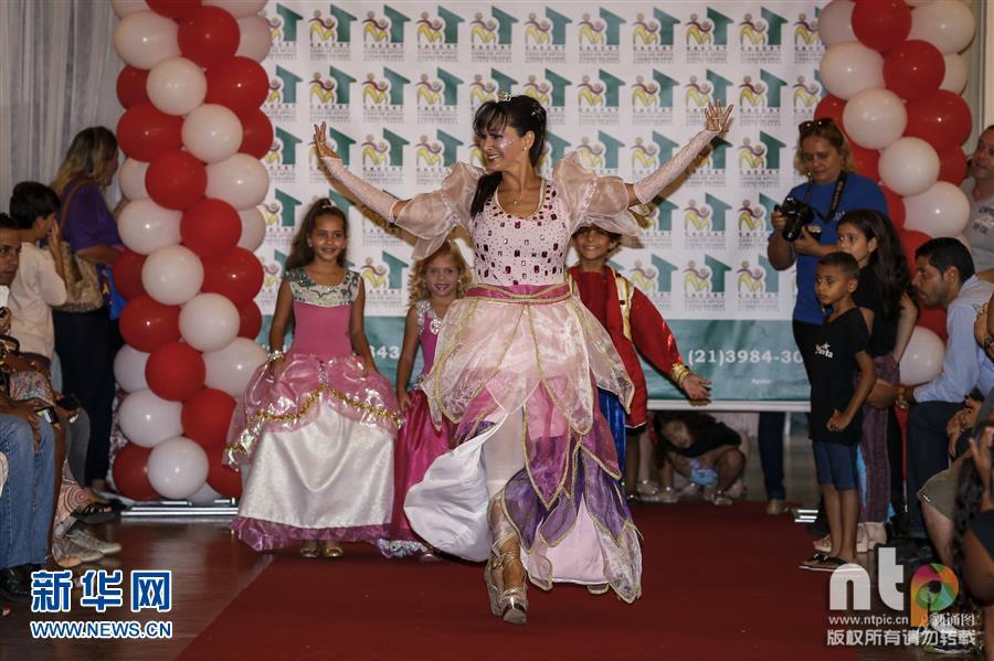 巴西里约热内卢举办儿童时装秀图片