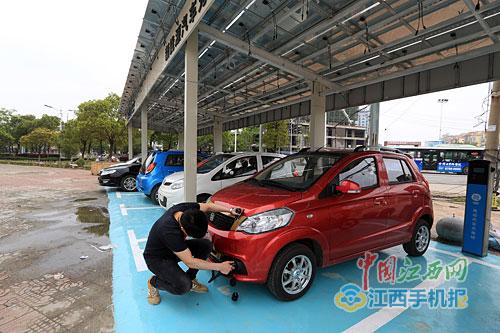 一个新能源汽车充电站已经开始投入使用.据悉,随着新能源汽车高清图片