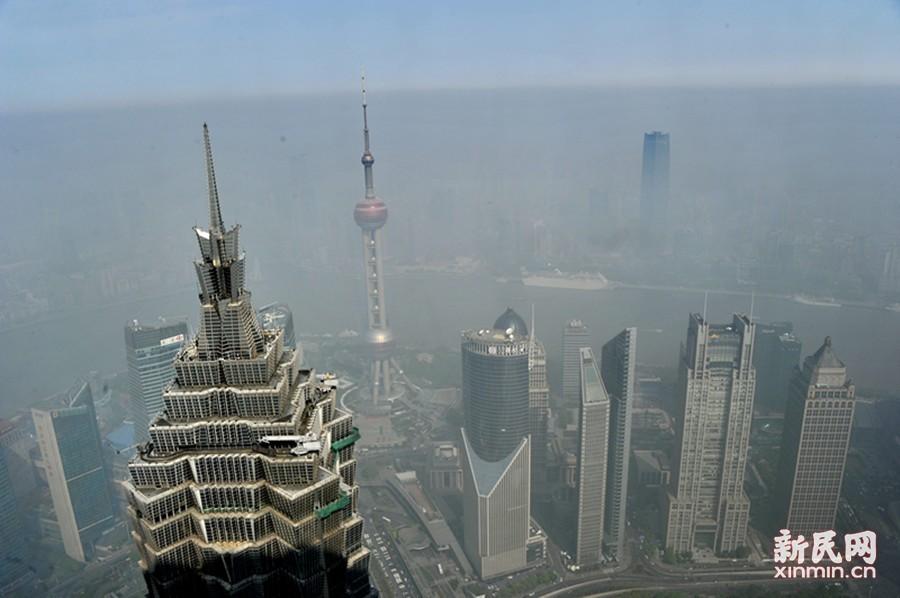 """""""霾""""伏申城今空气持续污染 陆家嘴如坠""""云里雾里"""""""