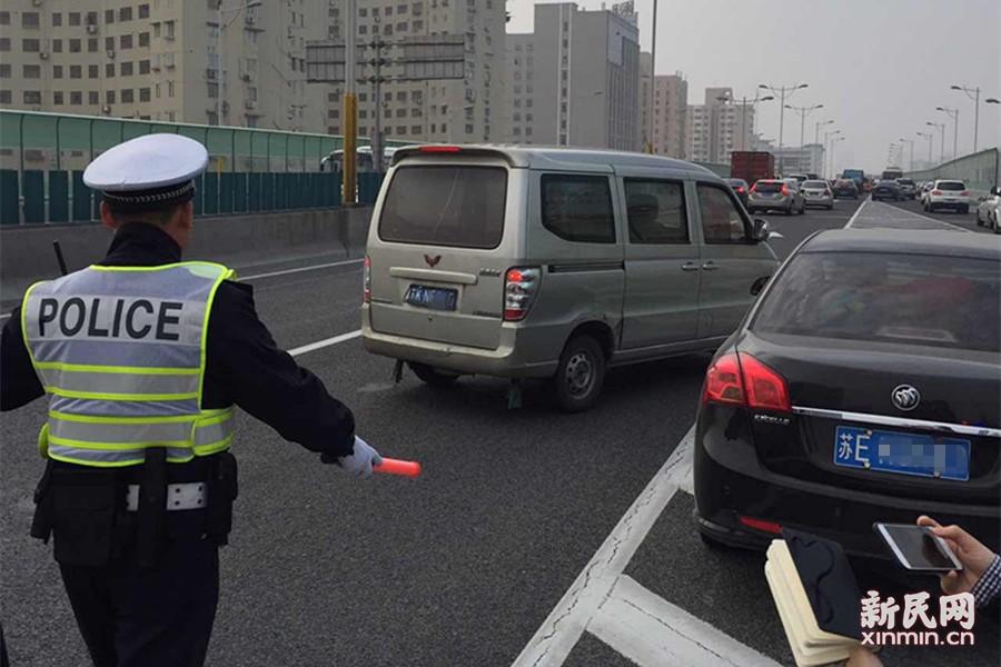 """上海""""史上最严""""高架限行禁令今施行 1小时罚80辆车"""