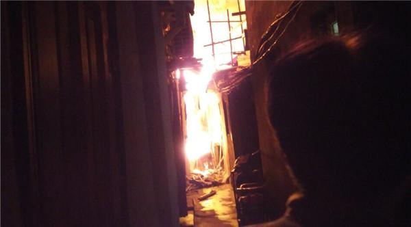 今凌晨黄浦东街居民楼火灾  租客一家4口遇难