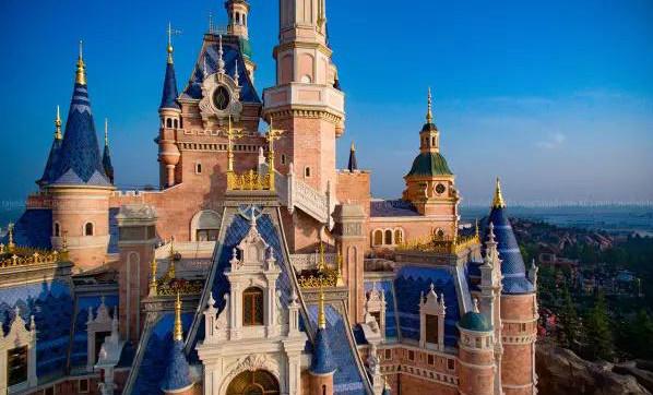 大量实景图曝光!上海迪士尼乐园迎来第一批游客!