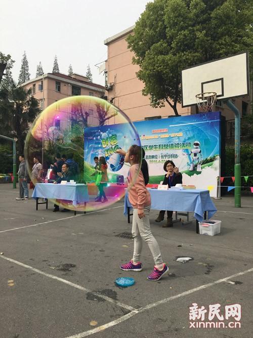 """发挥想象、玩转创意,周末创客欢乐多 ——""""创客ing""""长宁区学生科学体验活动渐入佳境"""