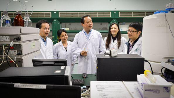 上海药物研究所果德安团队成功制定国际药典的中药标准