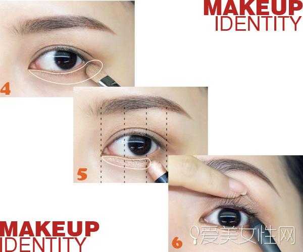 STEP4 将咖啡色眼影刷在眼睛下方,重复刷2~3次   STEP5 在眼睛下方前2/3涂上带金光的米色眼影笔  STEP6 用深咖啡色眼线笔将睫毛根部的睫毛间隙补满。记得画得比平常的眼线还粗,要画到即使在远处看也一样明显的程度