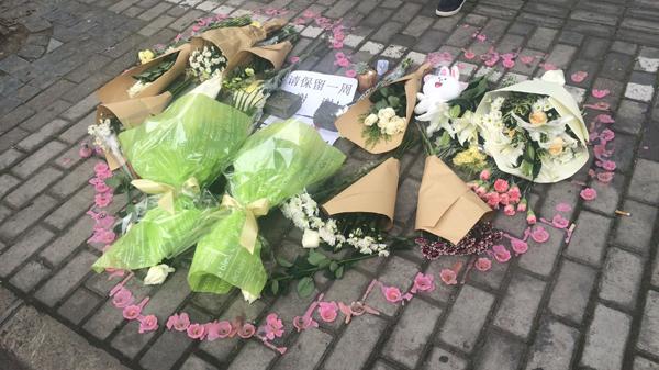 沪一8岁女童被撞身亡续 记者回访:临时停靠堵路时有发生