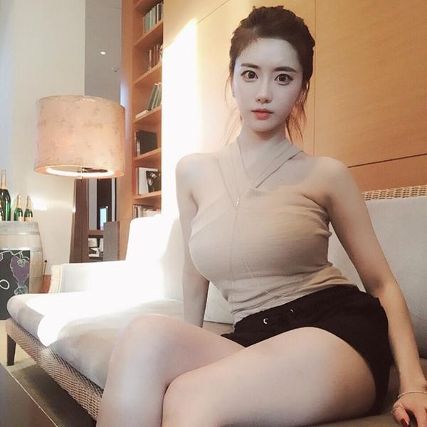 曝绝世美胸j罩杯女神私密照:蜂腰巨乳魔鬼身材_娱乐