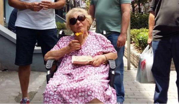 87岁犹太难民苏珊回到上海吃烘山芋 曾生日时吃过