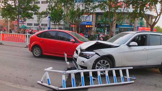 表弟疲劳驾驶撞护栏 表哥顶包两人均被拘