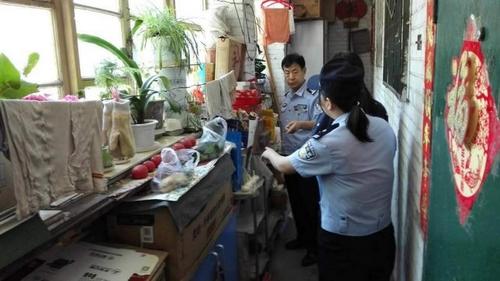 """北京市民楼道堆物被开""""个人消防罚单"""""""