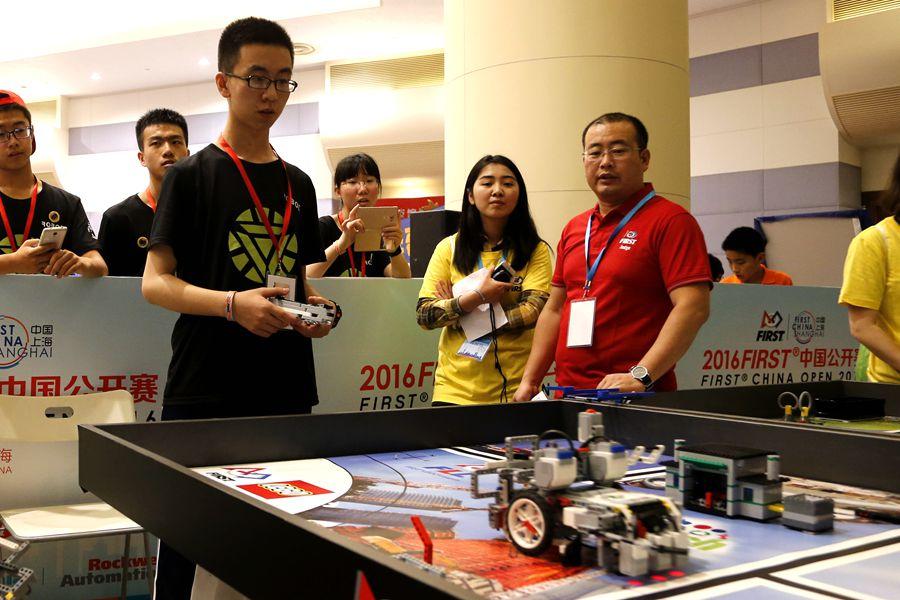 看学生如何玩转机器人
