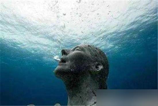 """神秘海底人一直是世界一大未解之谜,海地人真的存在吗?有科学家称海底惊现的神秘人类海地人竟是消失的玛雅人,这是真的吗?下面科技讯小编带你看下世界未解之谜,神秘海底人竟是玛雅人? [[img src=""""http://image.xinmin.cn/2016/06/07/eca86bd9dc5018bf91142a.jpg"""" alt=""""世界海底人竟然是玛雅人"""">   据说海底人是居住于数万米以下的海底深处,但是海底人是否真的存在,对于这个问题,目前尚无法给予明确回答,毕竟我们生活在这个巨大的星球上"""