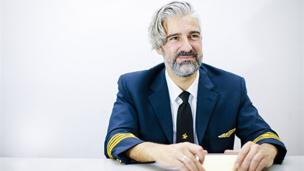 """Alberto:总是向乘客道声""""侬好""""的机长"""