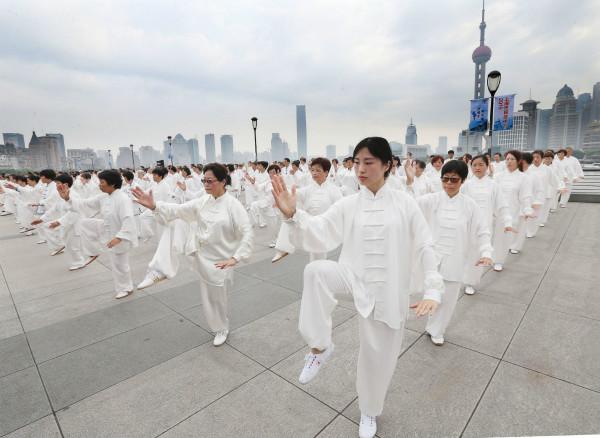 上海市民武术节开幕 3千武者外滩练拳