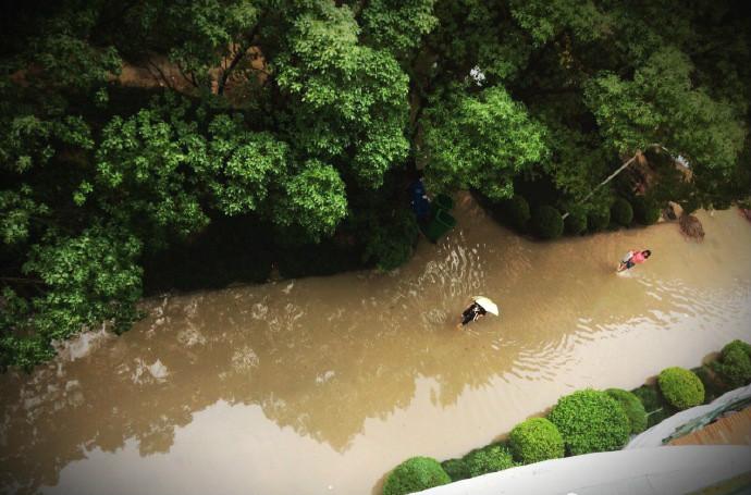 周一叫醒上海人的不是梦想,而是暴雨!