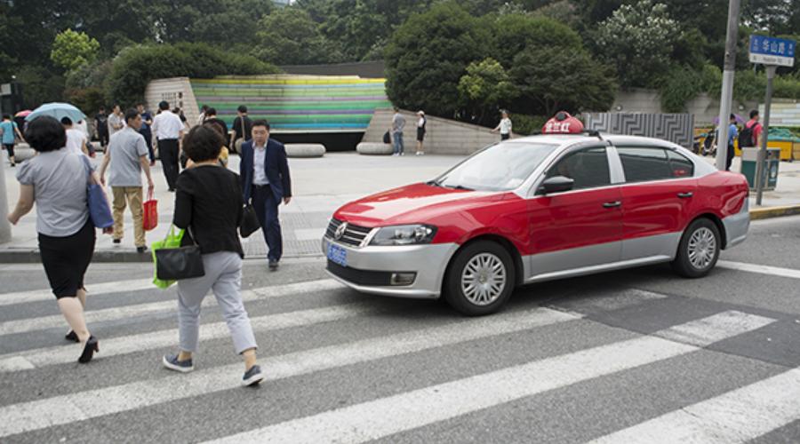 开车不让行人扣3分罚100元!上海警方近期集中整治