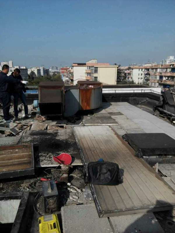 饭店鼓风机安楼顶,渗水噪音干扰居民