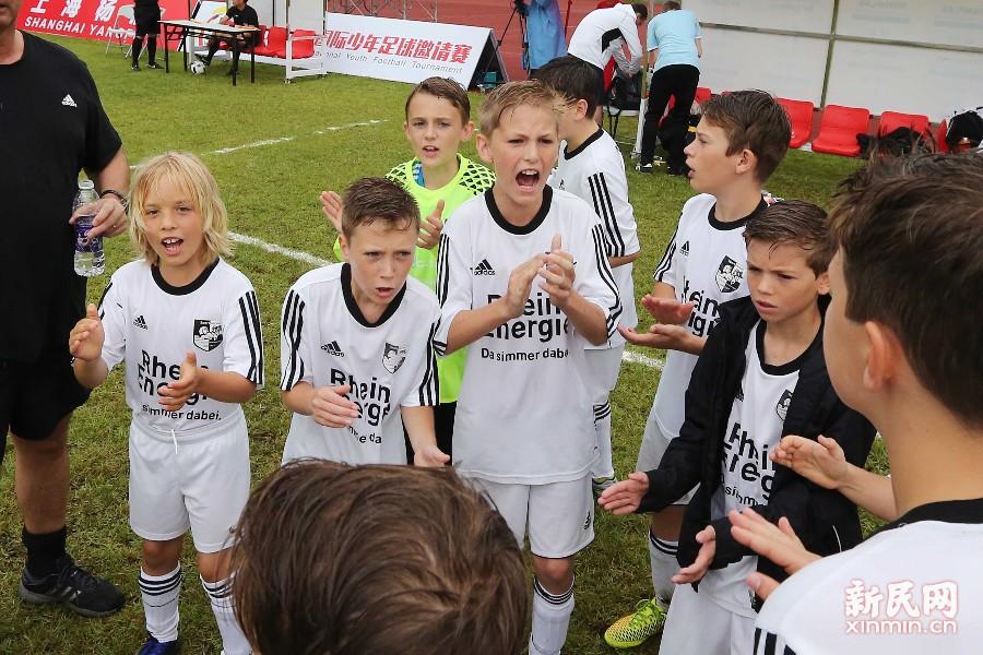 上海国际少年足球组委会邀请了西班牙、德国、日本、韩国四支国外少年足球队伍前来参赛。图为德国队的小球员。新民晚报 周国强/摄