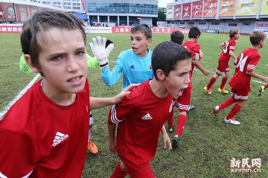 上海国际少年足球邀请赛自2011年举办首届比赛以来,迄今为止已成功举办四届。图为西班牙队的孩子们。新民晚报 周国强/摄