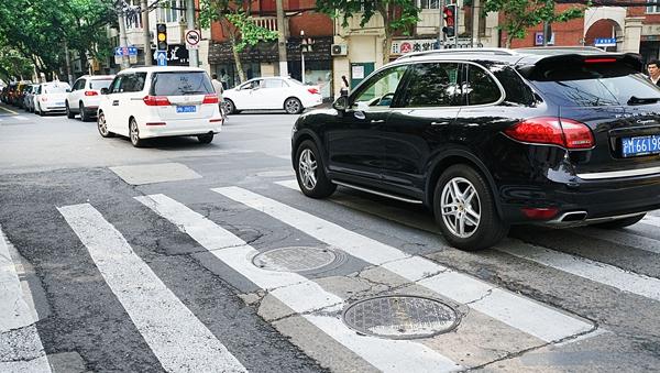 沪虹口交通违法突出路段竖告知牌 提醒告知在处罚之前