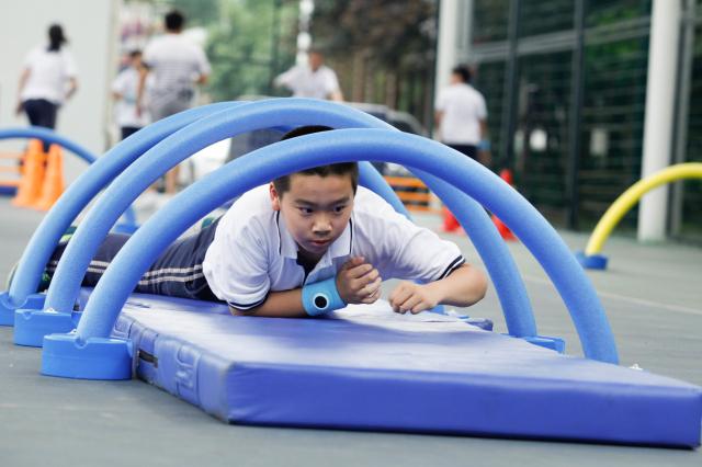 闵行20中小学体育课将配运动手环 能预防运动猝死