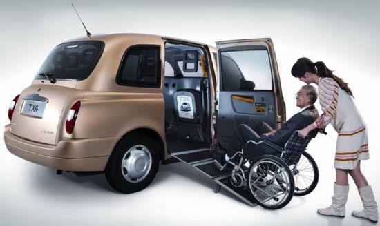 沪50辆无障碍出租车投运 方便轮椅乘坐者上下车