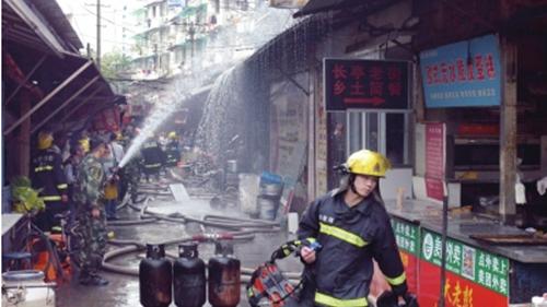 致17死芜湖杨家巷餐馆液化气瓶爆炸案开庭