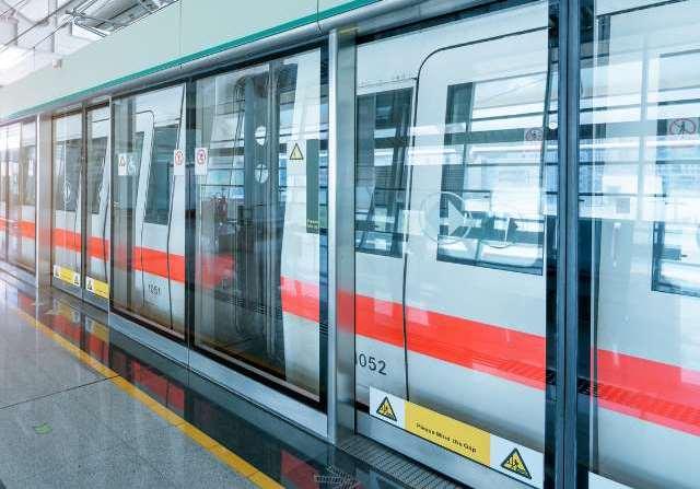 上海地铁莘庄站安全门将整侧弃用 请注意安全!