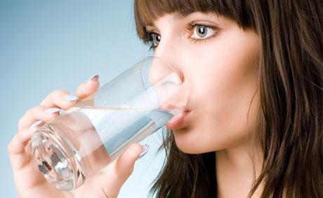 """喝水有讲究 夏季养生喝好""""三杯水"""""""
