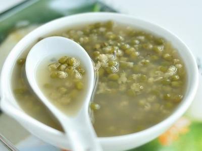清热解暑 分享4款健康绿豆汤做法