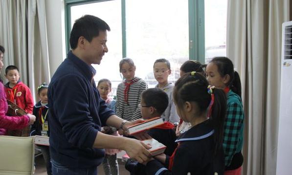 浦东干部学院教授刘哲昕:我不是在做慈善,而是传递爱