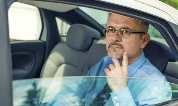 为什么老司机只开一侧车窗 因为好处太多