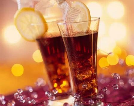常喝碳酸饮料让你提早骨质疏松 是真是假?