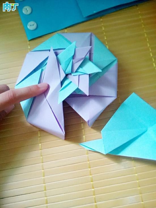 纸盒子的折法图解 带花瓣形状的小盒子折纸手工教程