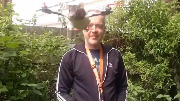 动物 无人机/替一名小男孩把离世的宠物鼠改装成Ratcopter三轴机。