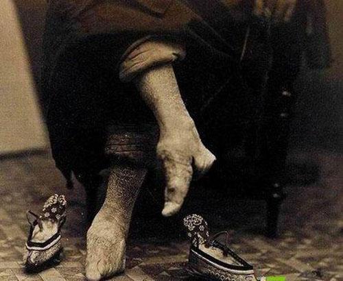 小脚女人脚图片