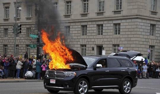 汽车自燃不要慌 正确的处理方法看这里