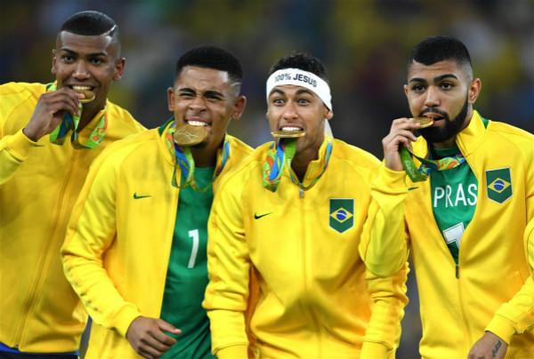 巴西男足点球险胜德国夺冠 足球王国64年梦成真