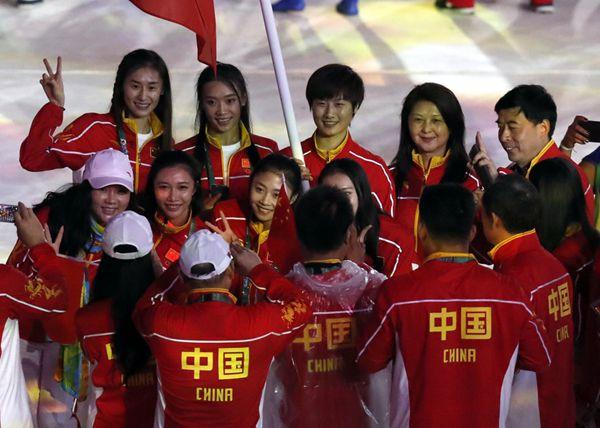 中共中央国务院电贺中国代表团:为祖国人民赢得了荣誉