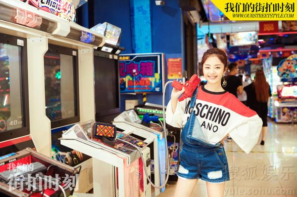 谭松韵最新游戏街拍 演绎大玩家中的元气少女_娱乐