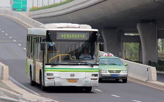 """沪交警严查虹桥枢纽空车""""闯禁令"""" 重点时段增加警力"""