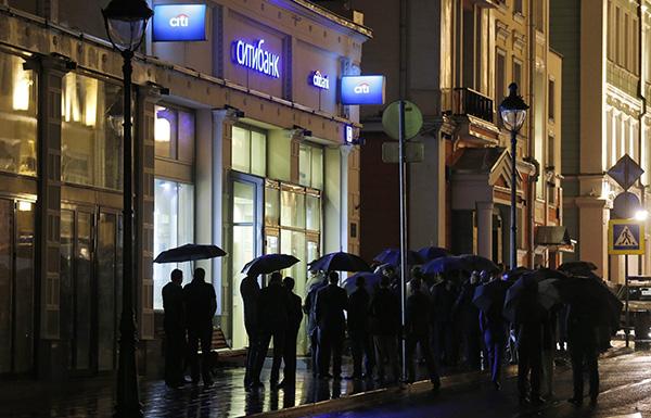 一男子在莫斯科市中心银行劫持人质 称已安放炸弹