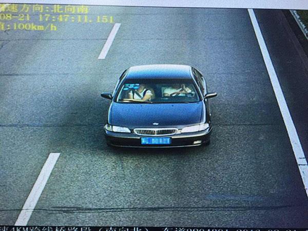 """上海""""固定电子警察""""开始抓拍开车用手机"""