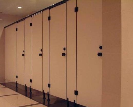 公共厕所的门留个空隙,作用原来这么大!