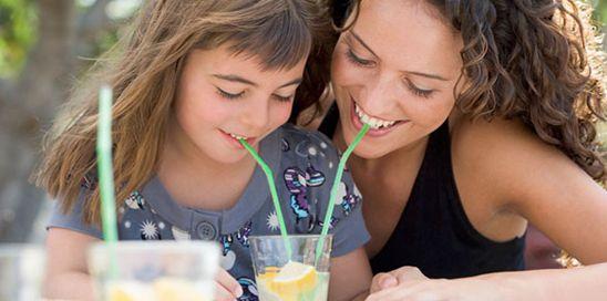 喝柠檬水可排毒解便秘 胃酸过多者不宜喝