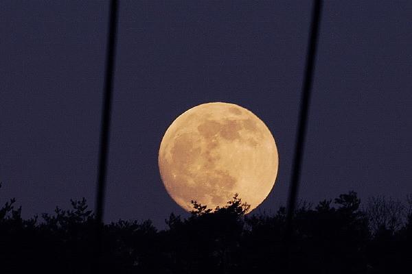 """今年中秋月亮""""十七圆"""" 满月时将有""""半影月食""""天象"""