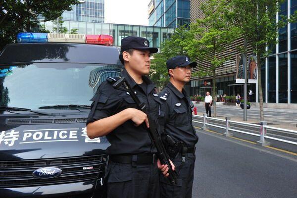 巡逻中的双休日 沪全市公安干警执勤保平安